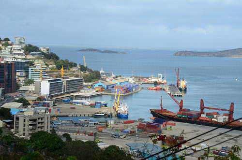 Kesibukan pelabuhan di Port Moresby