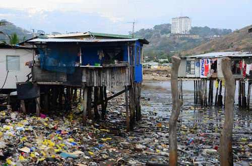 Perkampungan di atas air dan sampah
