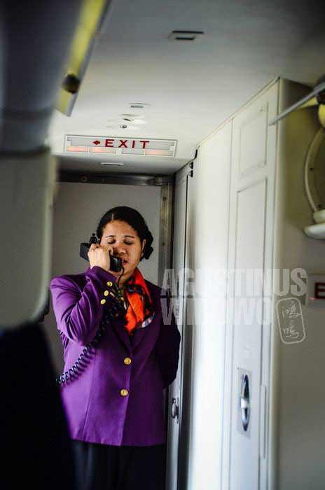 """""""Anda dilarang mengunyah pinang sepanjang penerbangan ini!"""" (AGUSTINUS WIBOWO)"""