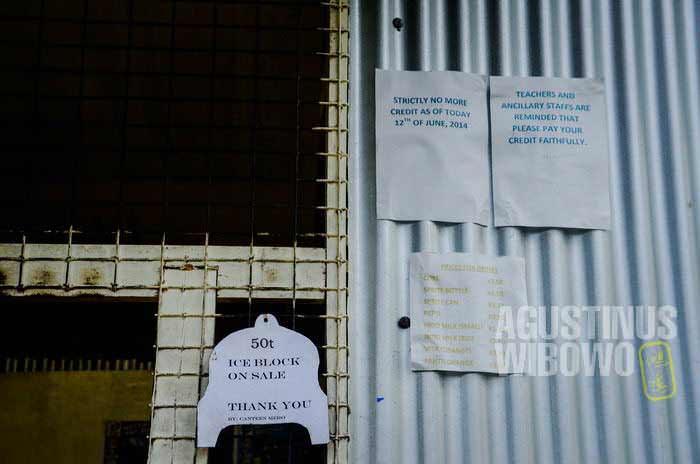 Peringatan di kantin sekolah untuk guru dan murid: Dilarang Ngutang! (AGUSTINUS WIBOWO)