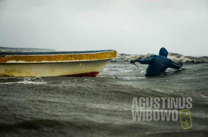 Menembus badai dan gelombang (AGUSTINUS WIBOWO)
