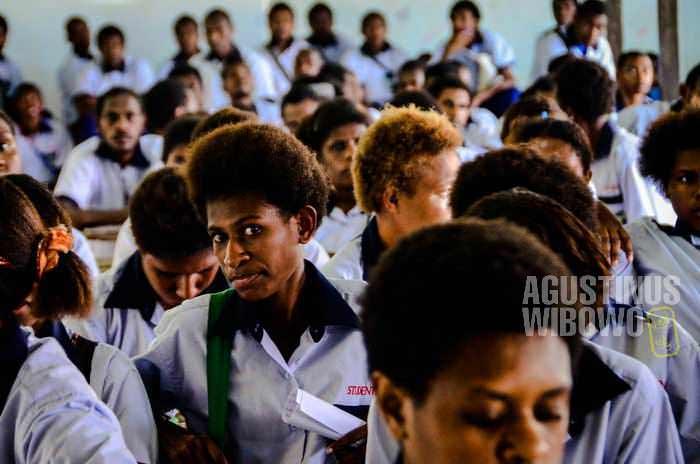 Para pelajar Daru High School (AGUSTINUS WIBOWO)