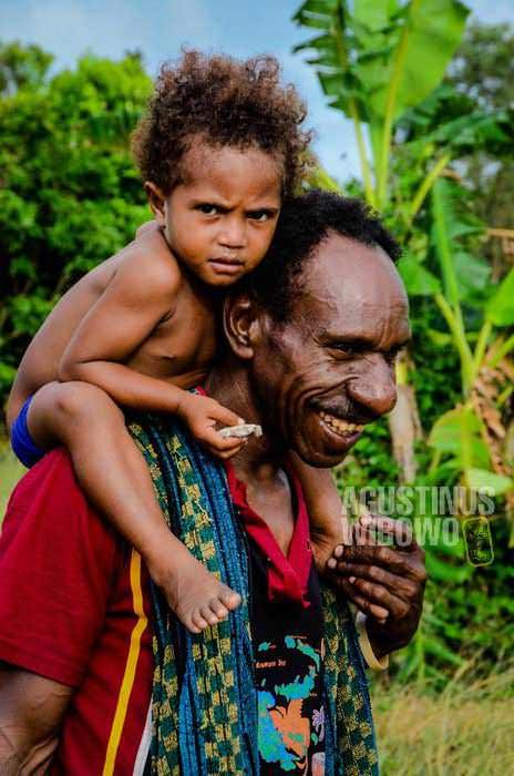 Warga Daru sempat ketakutan mendengar rumor tentang pemburu kepala manusia dari Indonesia (AGUSTINUS WIBOWO)