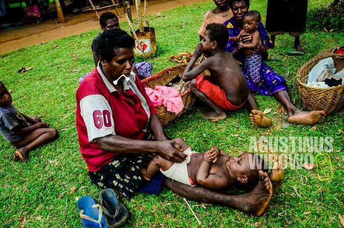 Keluarga Papua umumnya memiliki anak dalam jumlah besar (AGUSTINUS WIBOWO)