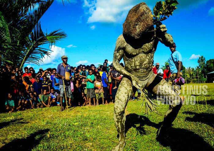 Mempertahankan cerita dan tradisi dari leluhur adalah sebuah perjuangan di era modern ini (AGUSTINUS WIBOWO)