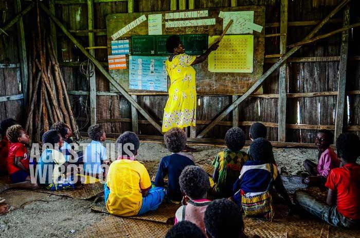Nyonya Singai tidak bisa mengajarkan tradisi leluhur kepada murid-muridnya (AGUSTINUS WIBOWO)