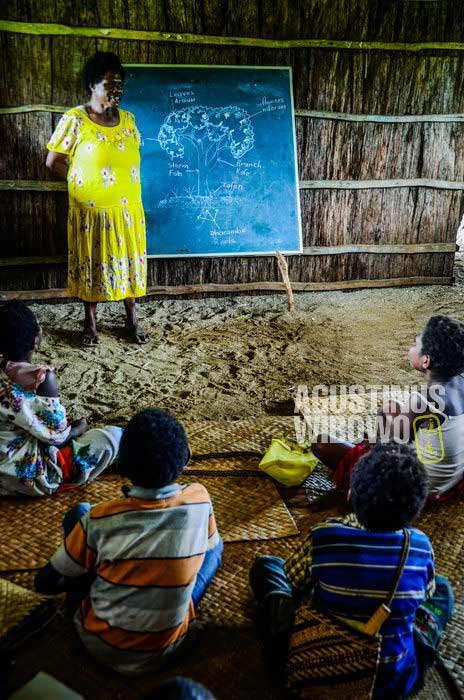 Sejak kecil mereka sudah belajar bahasa Inggris (AGUSTINUS WIBOWO)