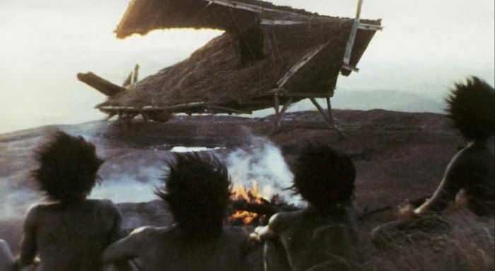Cargo cult ala Melanesia (sumber: youtube.com)