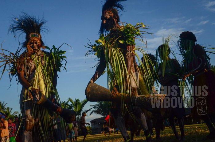 Para penari dari Aramba