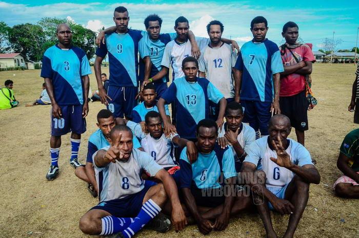 Seragam pemain bola semuanya berasal dari Indonesia.