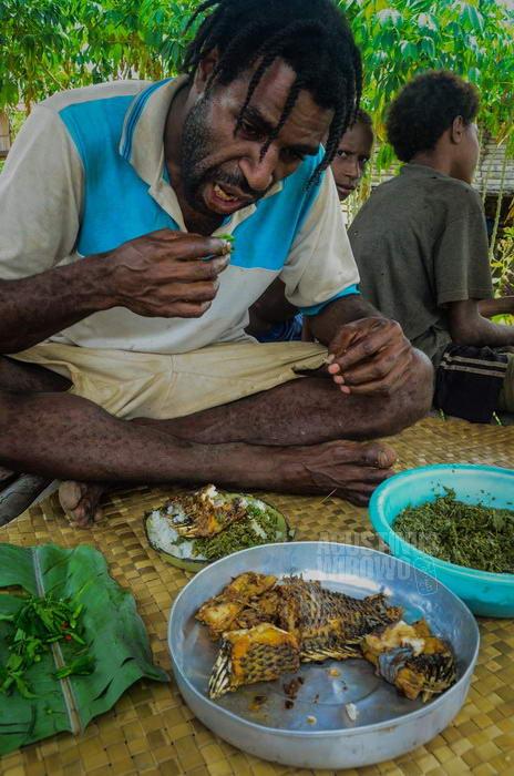 Bisa makan seperti orang Indonesia adalah kebanggaan bagi Johny.