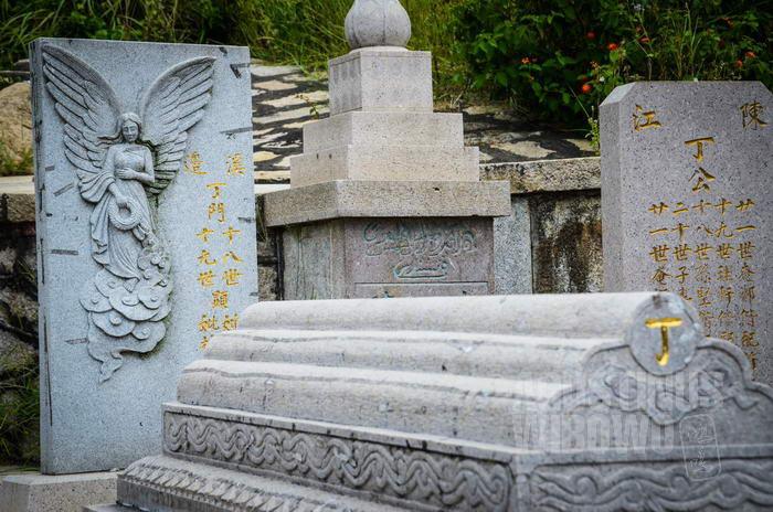 Nisan di Quanzhou yang merupakan perpaduan budaya China, Arab, dan Eropa