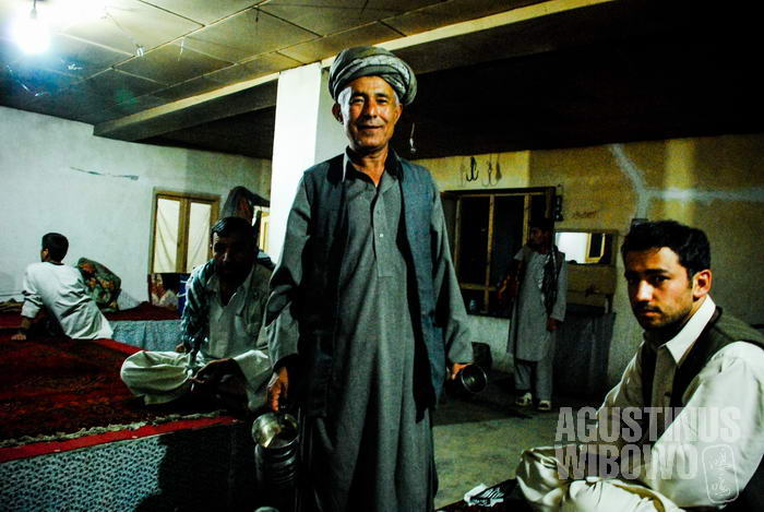 Sebuah kedai teh Afghan di Ishkashim