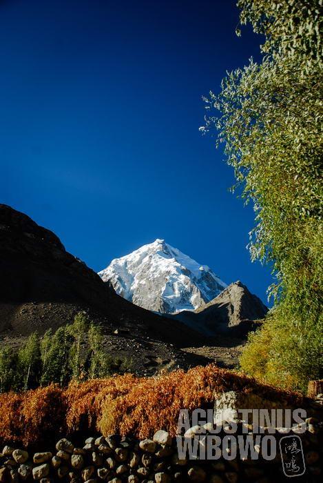 Gunung Baba Tangi terlihat dari Koridor Wakhan