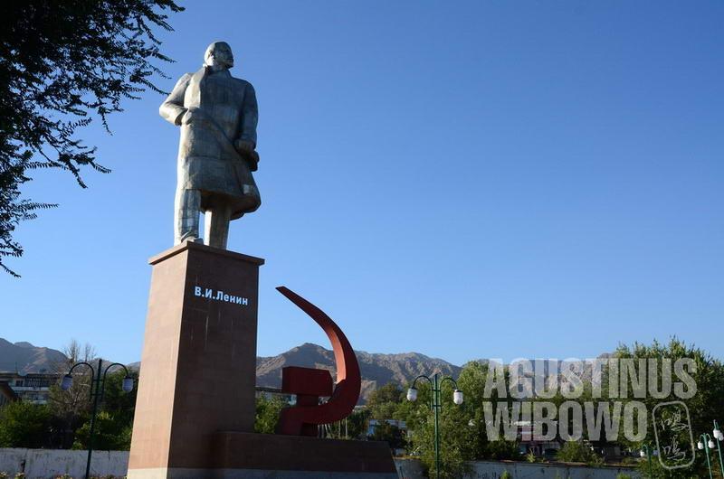 Di tengah menguatnya identitas Islam, patung Lenin masih bertahan di Tajikistan