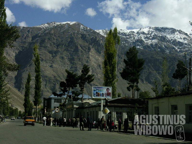 Wilayah GBAO seluruhnya berupa gunung-gunung tinggi tertutup salju abadi.