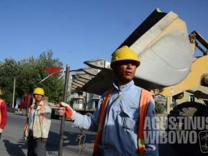 Para pekerja China membanjiri Tajikistan.