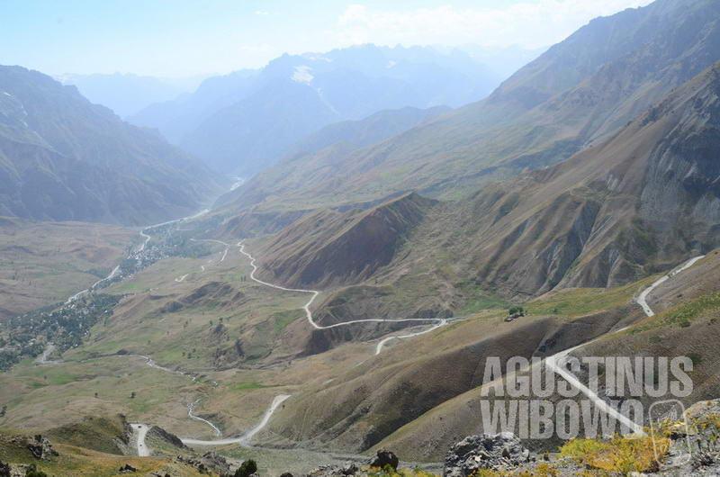 Celah Anzob yang harus didaki karena terowongan buatan Iran mengalami kerusakan.