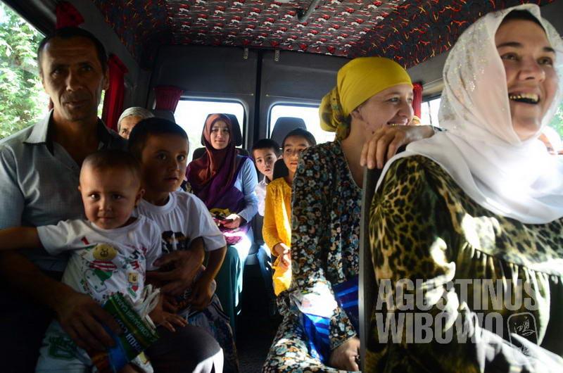 Ketika salju turun, penduduk Tajikistan hanya bisa mengandalkan terowongan untuk perjalanan antara daerah Utara dan Selatan.