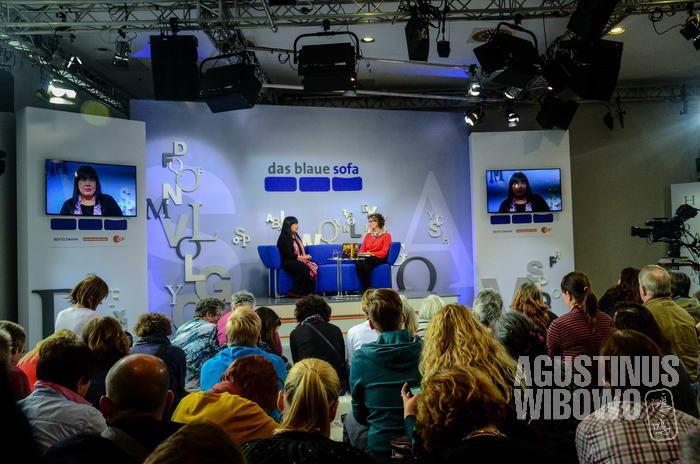 Leila Chudori bicara di The Blue Sofa