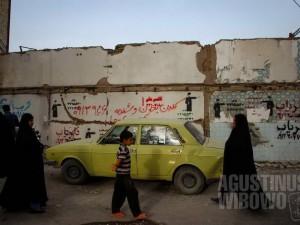 1pic1day-130918-iran-devastated