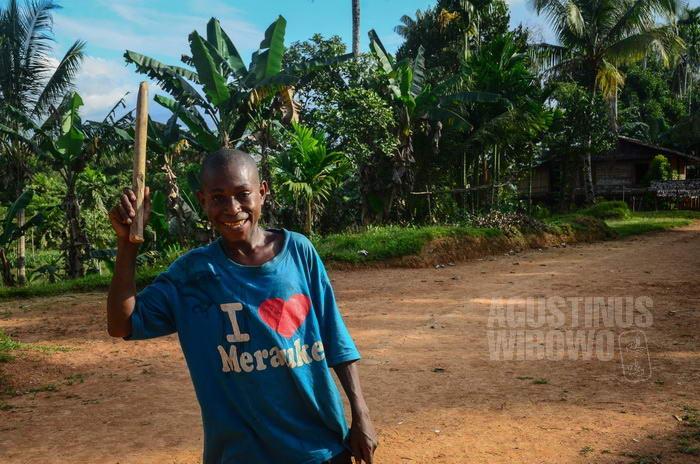 Pakaian yang dikenakan pengungsi OPM banyak yang justru berasal dari Indonesia.