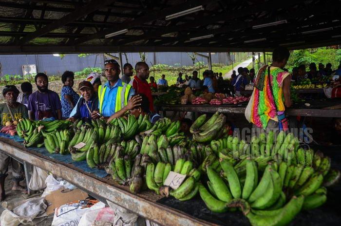 Pedagang di pasar Tabubil dilarang menjual makanan yang sudah dimasak.