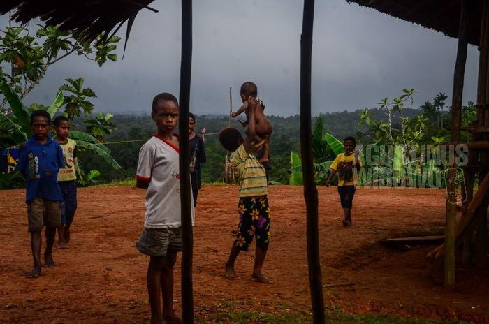 141024-png-digo-opm-refugee-school-3