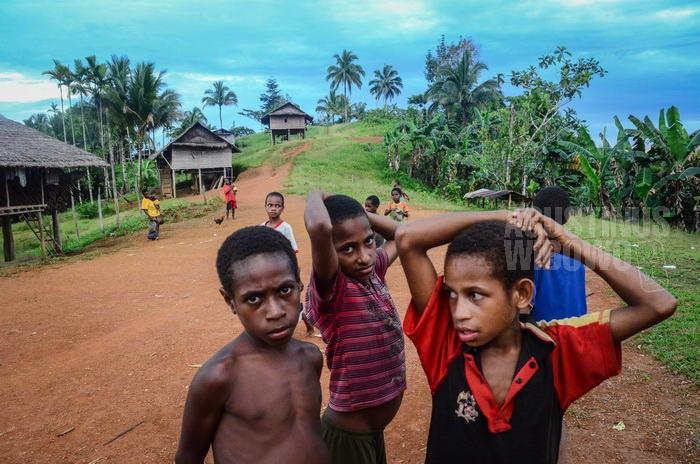 141024-png-digo-opm-refugee-school-5