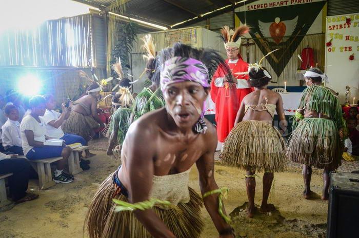 Di Papua Nugini, kekristenan kini telah merasuk pada setiap sendi kehidupan tradisional