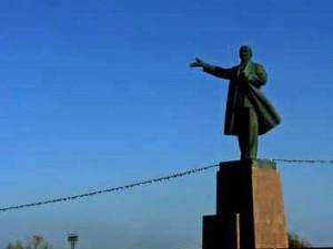 Sosok Lenin masih membayangi kota Osh (AGUSTINUS WIBOWO)