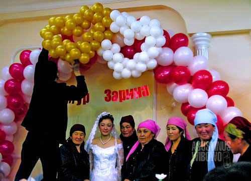 Balon-balon di pesta pernikahan (AGUSTINUS WIBOWO)