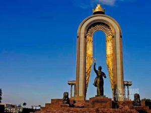 Patung Somoni di Dushanbe (AGUSTINUS WIBOWO)