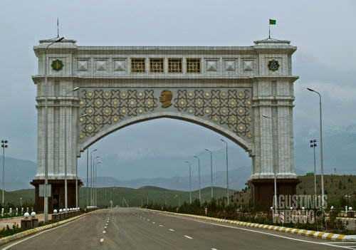 Pintu gerbang Kota Cinta Ashgabat (AGUSTINUS WIBOWO)