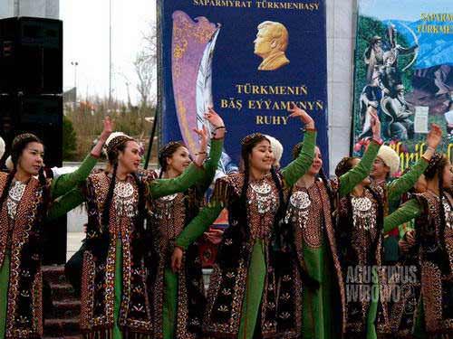 Puji bagi Turkmenbashi (AGUSTINUS WIBOWO)