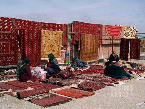 Pasar permadani di Tolkuchka Bazaar(AGUSTINUS WIBOWO)