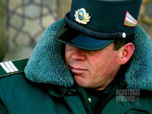 Polisi Uzbek berpatroli (AGUSTINUS WIBOWO)