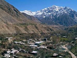 Shakhimardan, desa Uzbekistan yang dikelilingi gunung-gunung Kyrgyzstan. (AGUSTINUS WIBOWO)