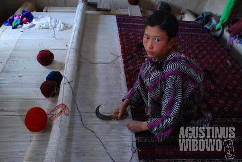 One of the NGO projects is to generate income for the Turkmen families in the village by producing carpets