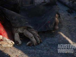 But hours after, the body parts of a beggar is still there