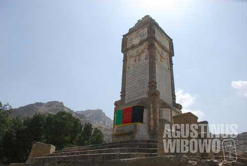 Tricolor Afghan flag on the monument. That's almost the only sign you see on the Independence Day