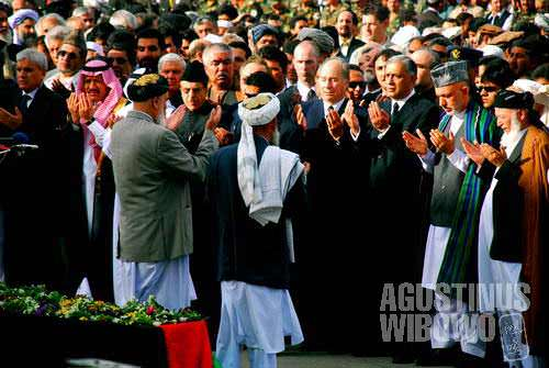The president, among with some other honorary guests, pay respect to the deceased