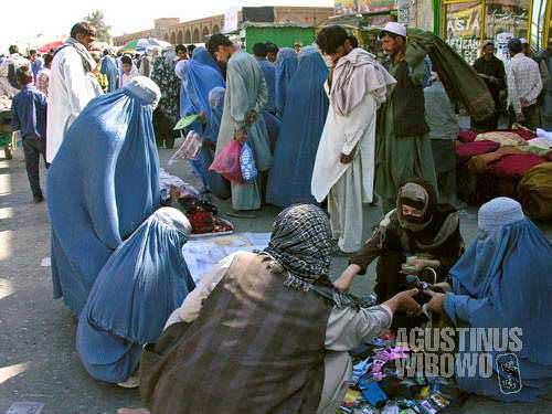 The bazaar of Kabul is still full of women wearing blue burqa