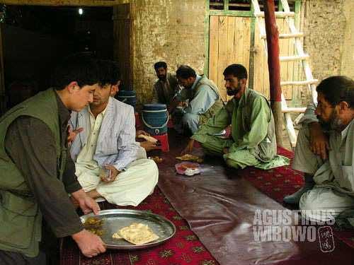 Lunch in teahouse (chaikhana)