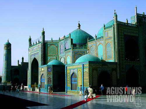 The fantasyish holy building is believed to be site where the body of Ali bin Abi Thalib lies