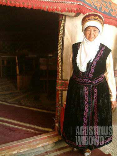 You hardly see Kyrgyz wearing their traditional dress except on special occassion.