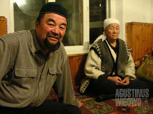 The grandmother still speaks very good of Chinese