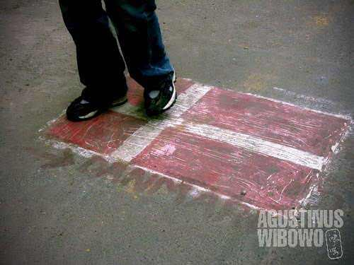 Drawing a Denmark flag on the street, then step on it
