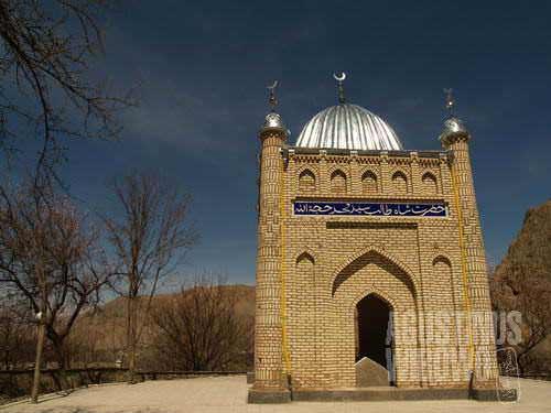We use pilgrimage as reason to visit Shakhirmardan ilegally