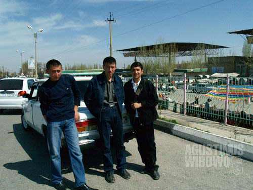 Finding a taxi in Ferghana willing to take me---a foreigner illegal visitor---to Shakhimardan is actually not an easy job